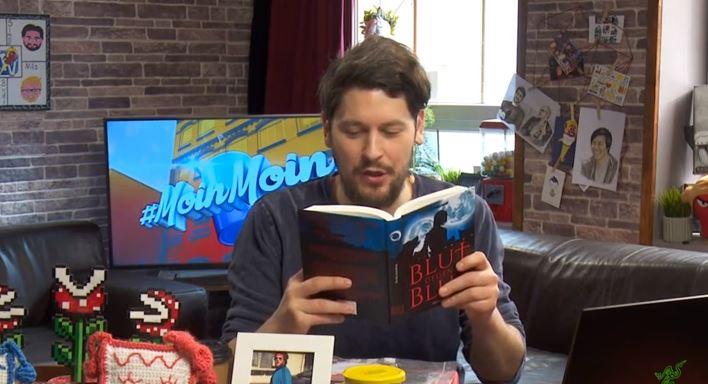 """Simon Krätschmer liest bei Rocket Beans TV aus dem Roman """"Blut gegen Blut"""""""